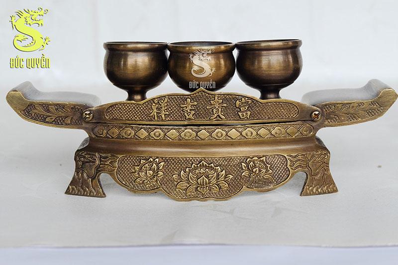 Khay thờ đồng gồm 3 chén và 1 ngai