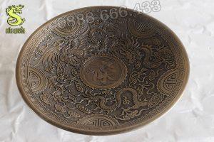 Mâm bồng bằng đồng đúc nổi chữ rồng phượng và chữ Phúc
