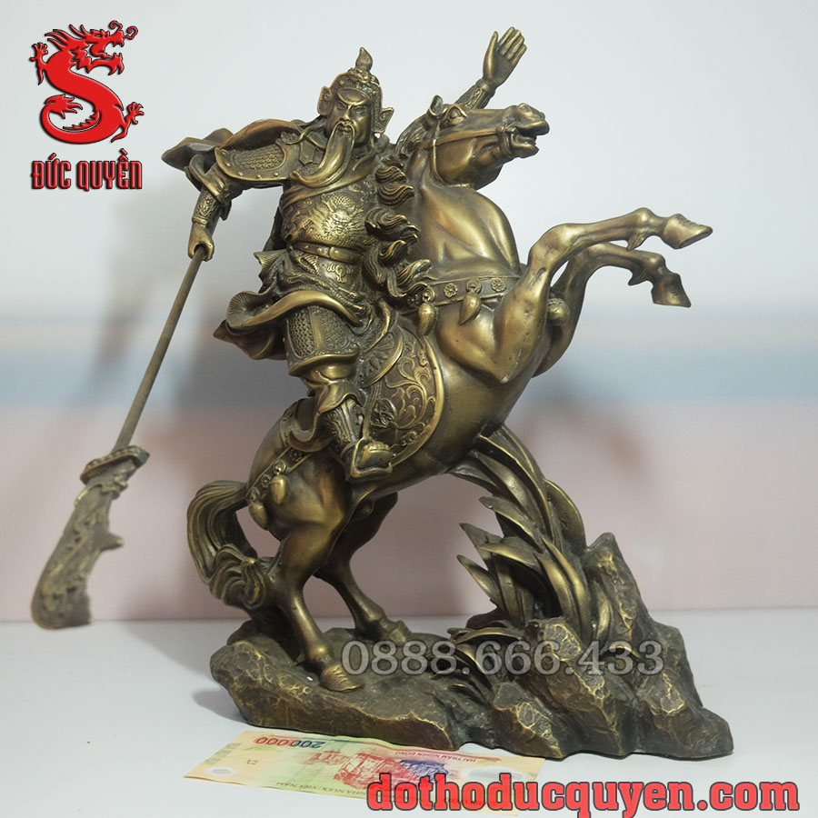 Tượng Quan Công cưỡi ngựa được đúc bằng đồng vàng ( giả cổ )