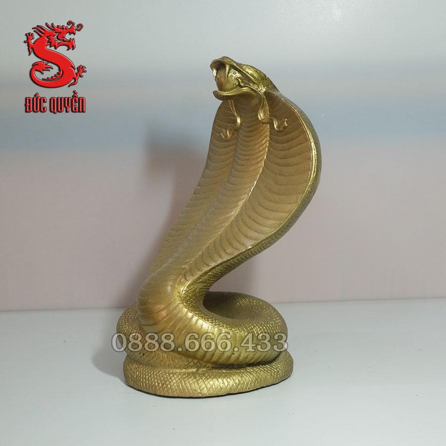 Tượng rắn phong thủy được đúc bằng đồng vàng