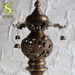 Đèn thờ được đúc hình Long Phượng