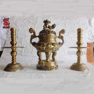 Bộ tam sự được đúc bằng đồng vàng