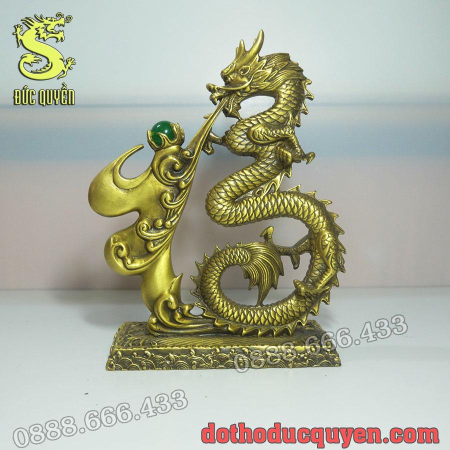 Tượng rồng được đúc bằng đồng vàng
