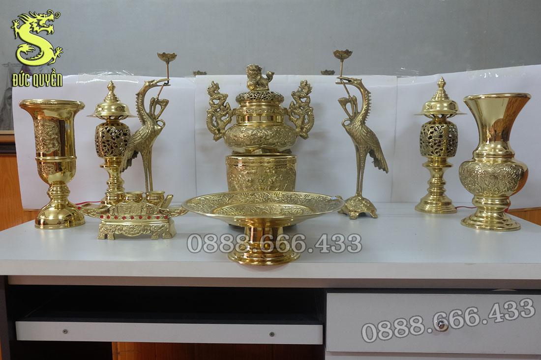 Bộ đồ thờ bằng đồng gồm 10 món