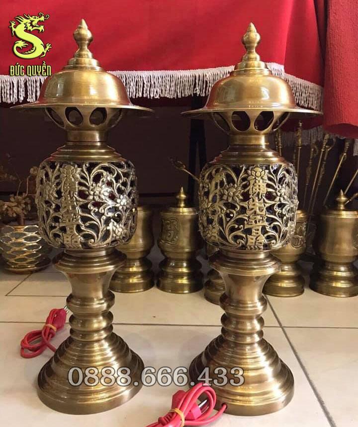 Đôi đèn thờ hình quả dứa màu vàng đậm