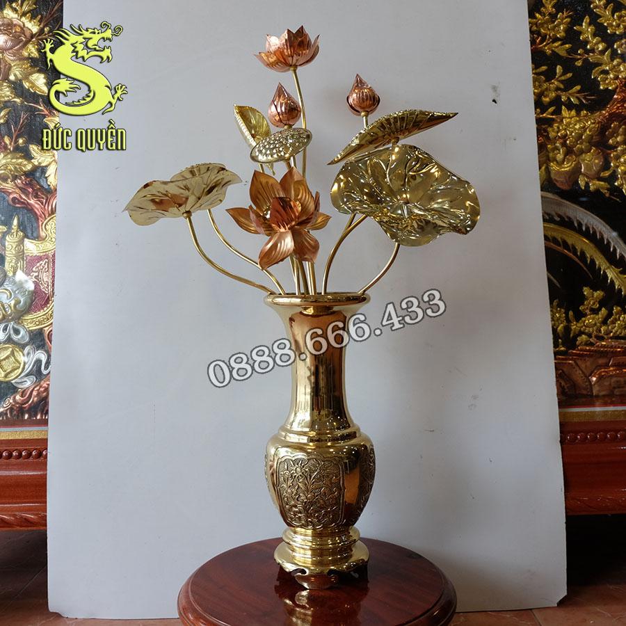 Bình hoa bằng đồng vàng
