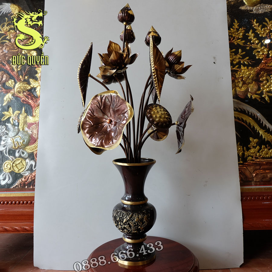 Lọ hoa và 15 bông hoa sen bằng đồng