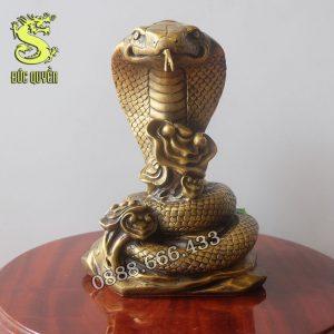 Tượng rắn phong thủy bằng đồng
