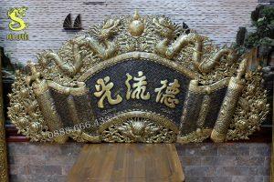 Cuốn thư được làm bằng đồng vàng