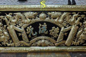 Tấm đại tự được làm bằng đồng vàng