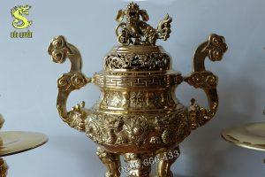 Lư hương được đúc bằng đồng vàng