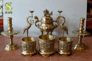 Bộ đồ thờ bằng đồng vàng